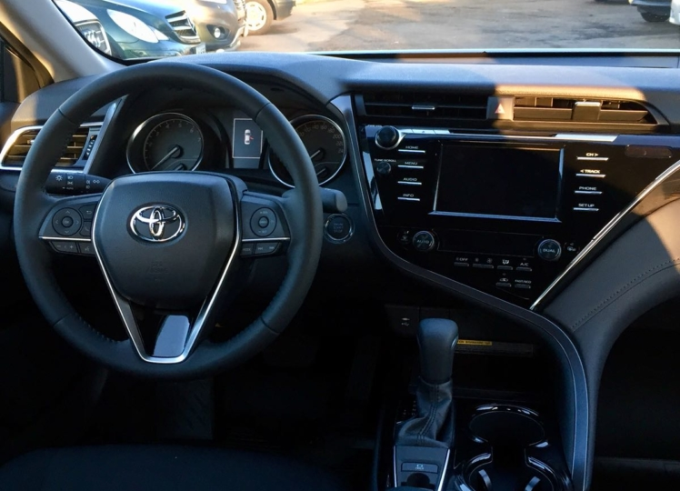 Toyota Camry 2019 чёрный фото 3