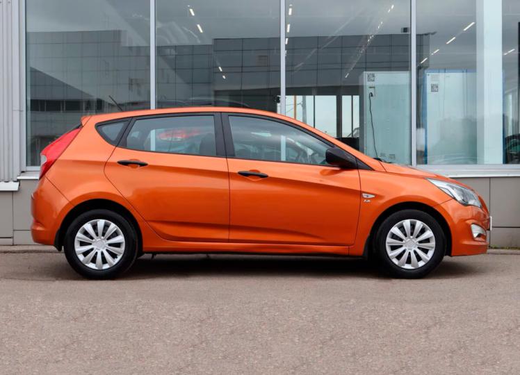 Hyundai Solaris 2014 оранжевый фото 4
