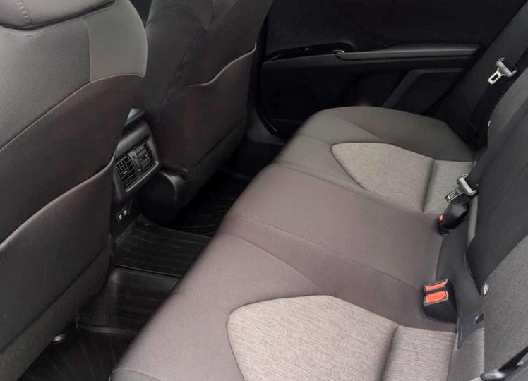 Toyota Camry 2020 белая фото 5