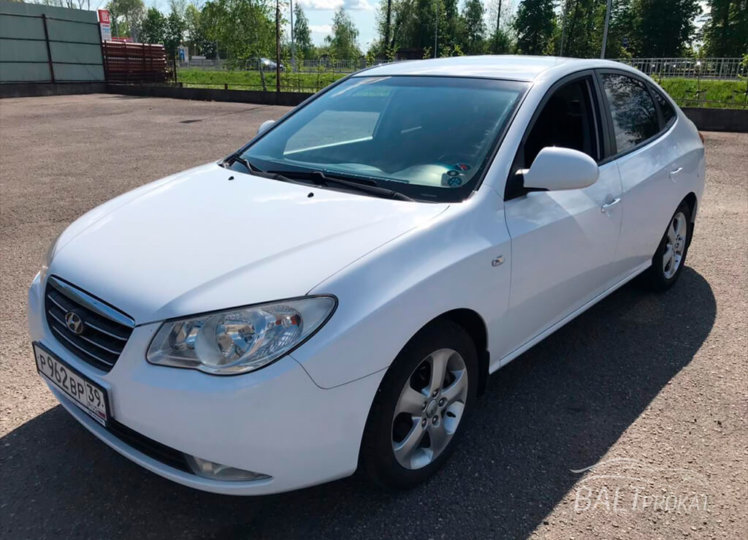 Hyundai Elantra фото 1