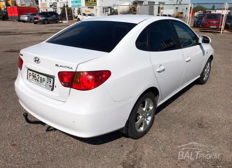 Hyundai Elantra фото 3